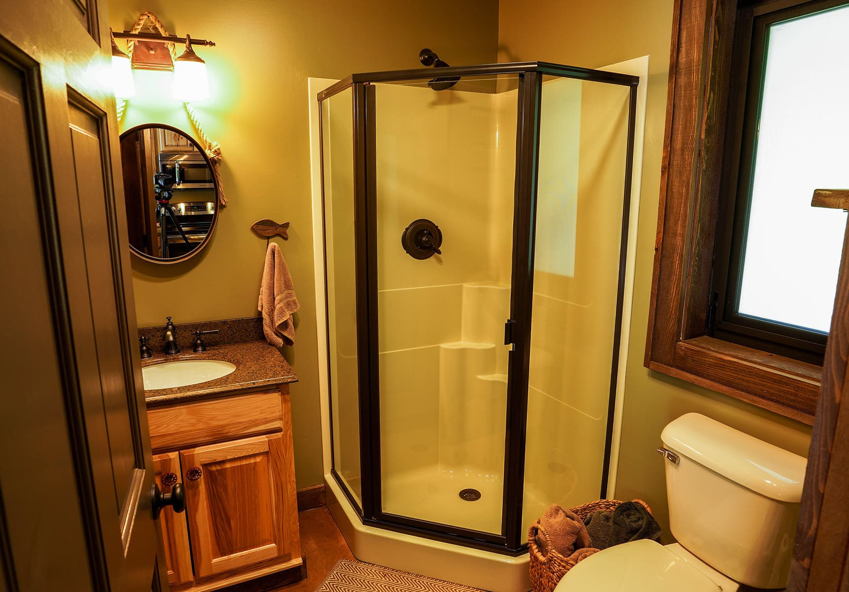 Baitshop Cabin bathroom with walk-in shower