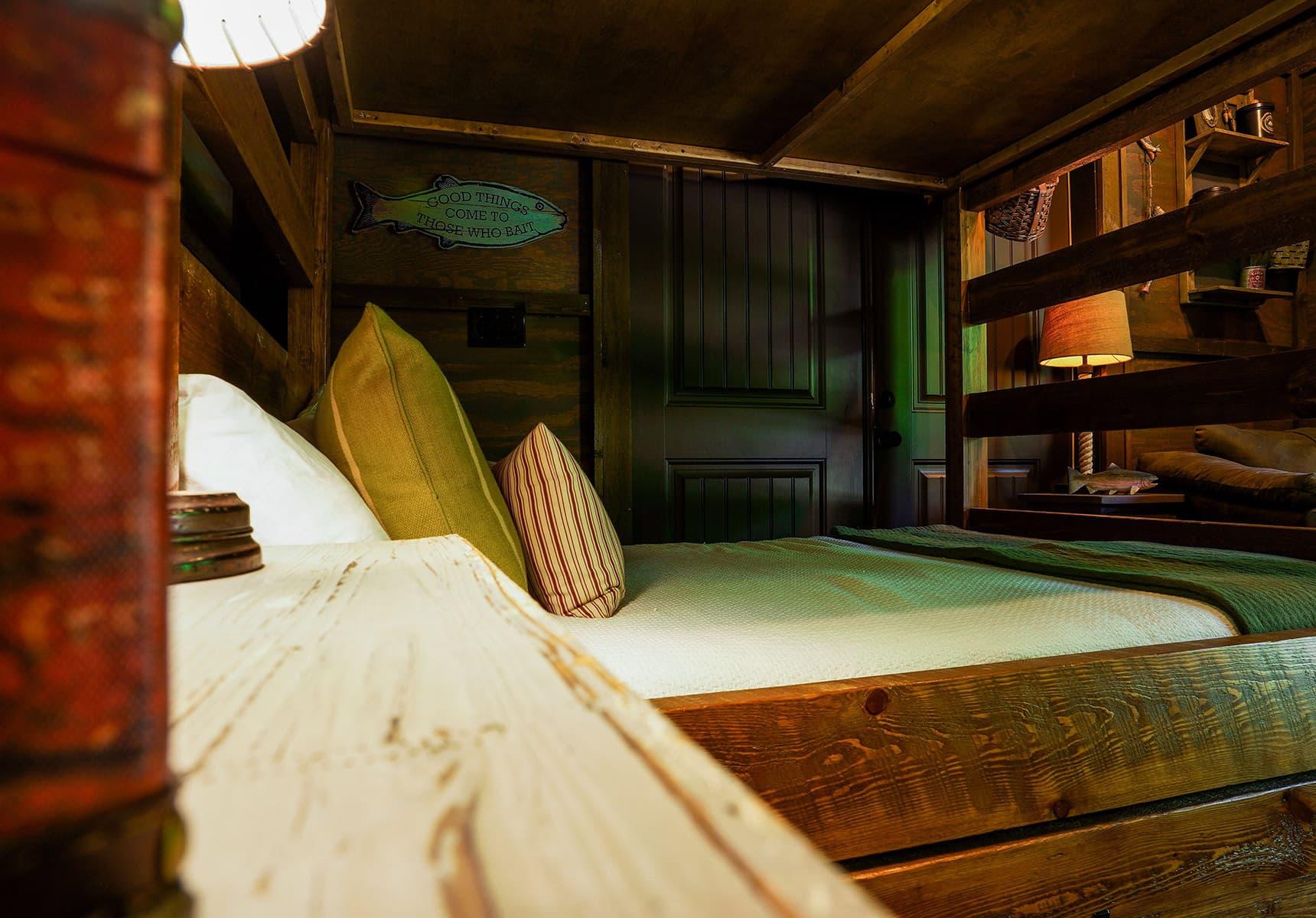 Baitshop Cabin bed - Monroe County Cabin Rental