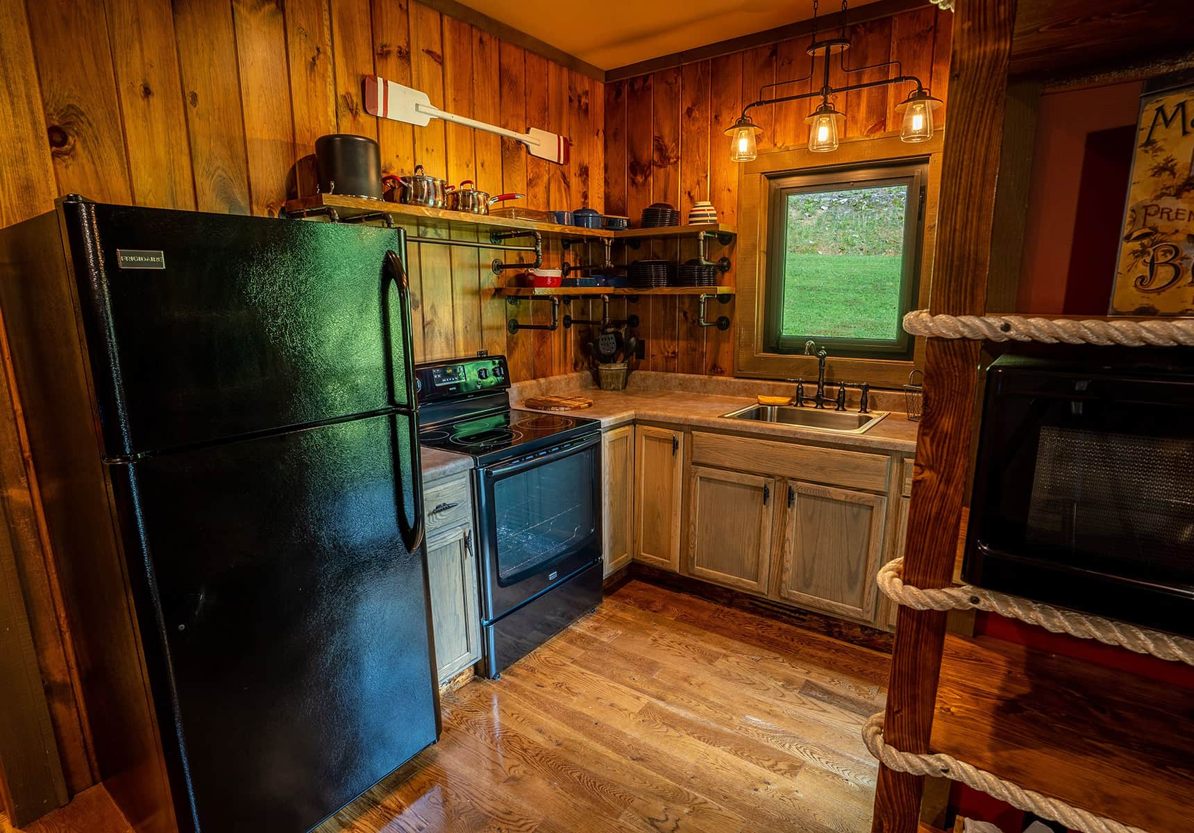 Boathouse kitchen - Hotel near Peterstown, WV