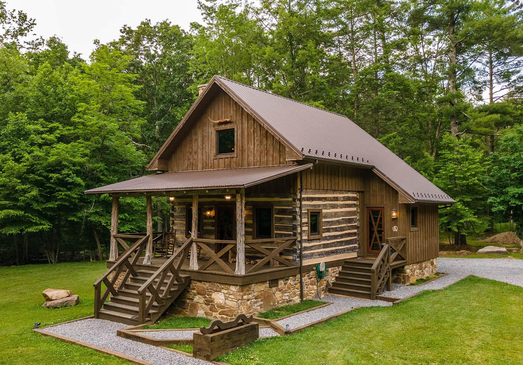 Log Cabin Rental on 81 Acres