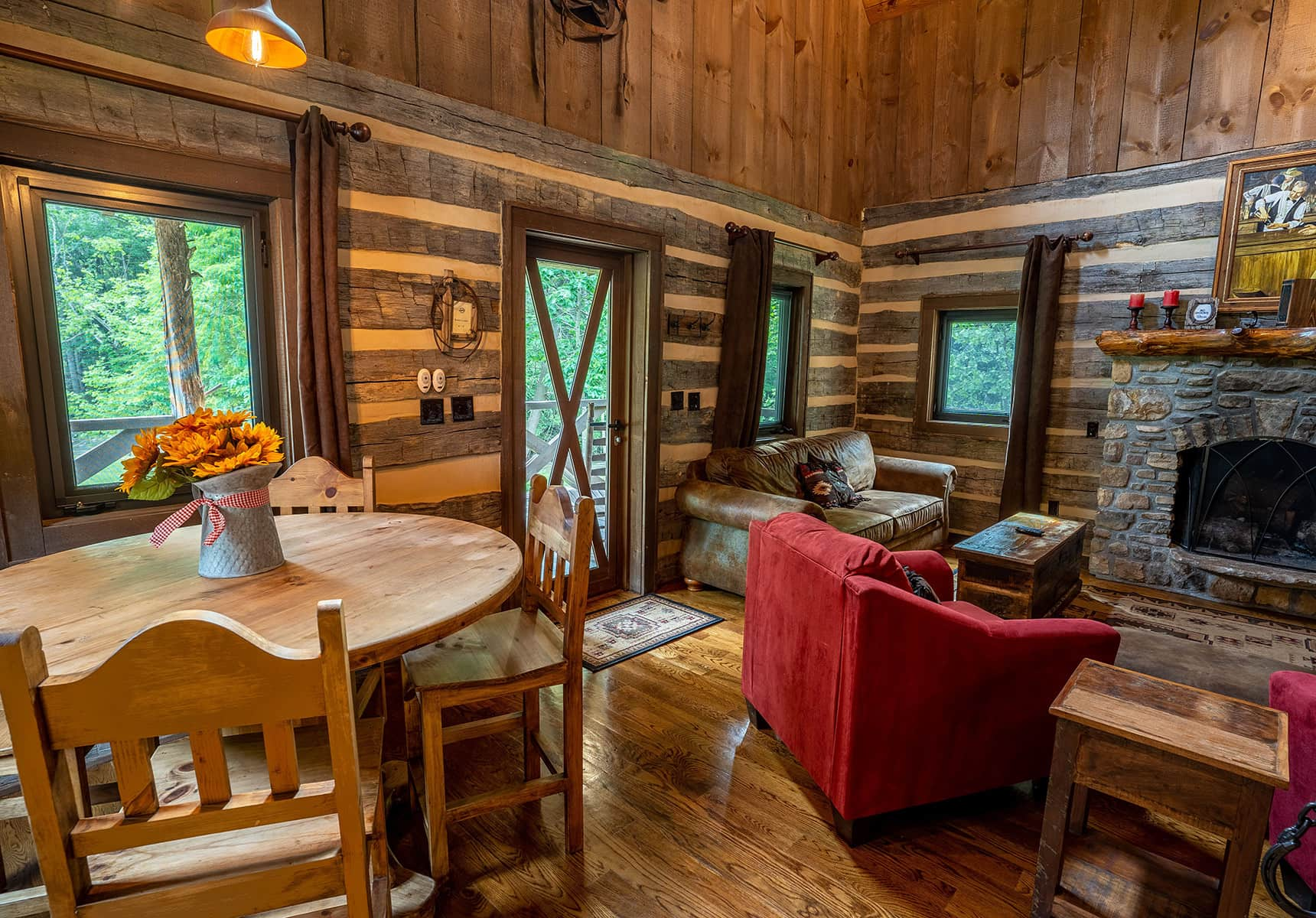Monroe County WV Cabin Rentals Kitchen and Living Room