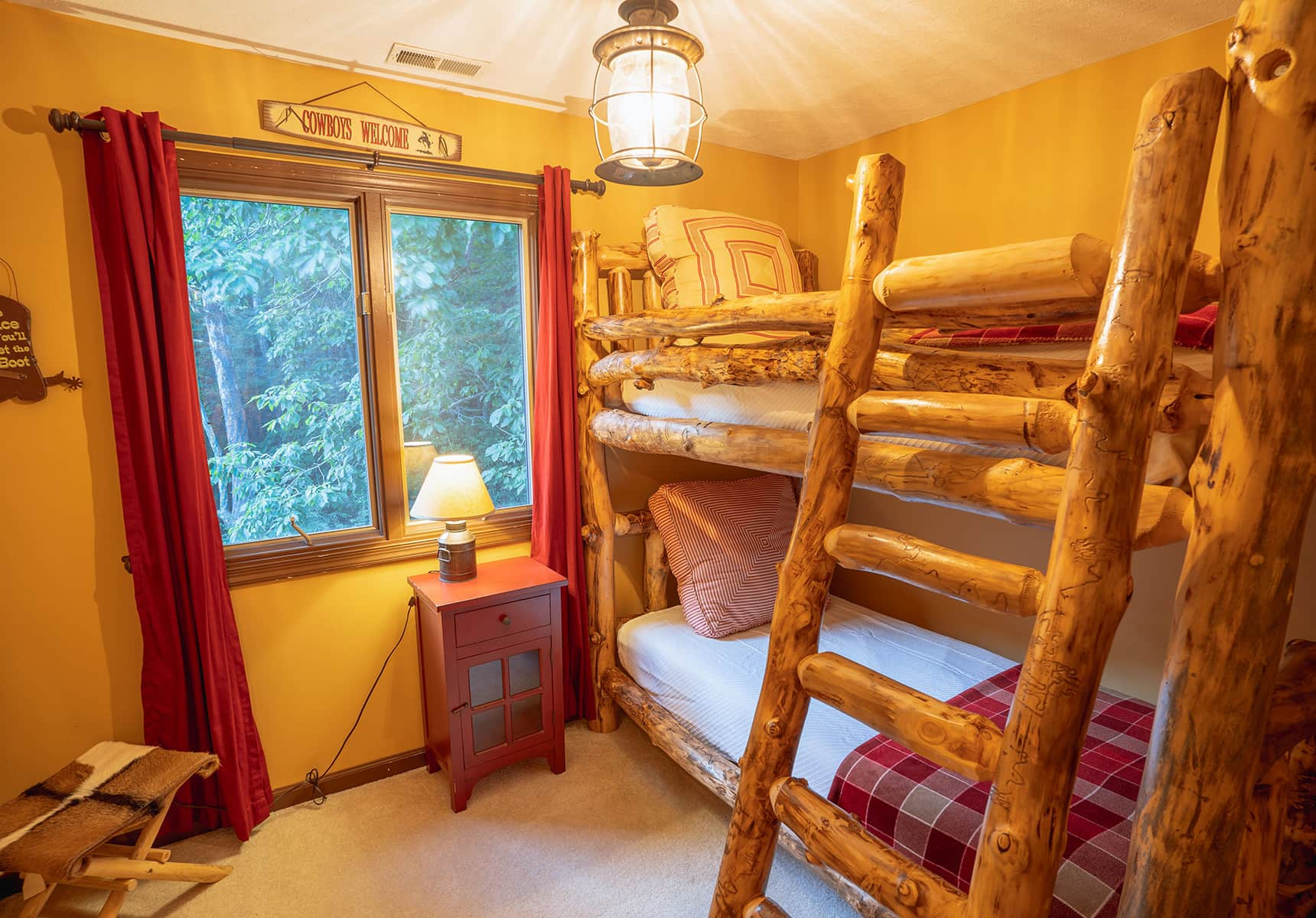 Creekside Home bunks - Cabin that Sleeps 6 in WV