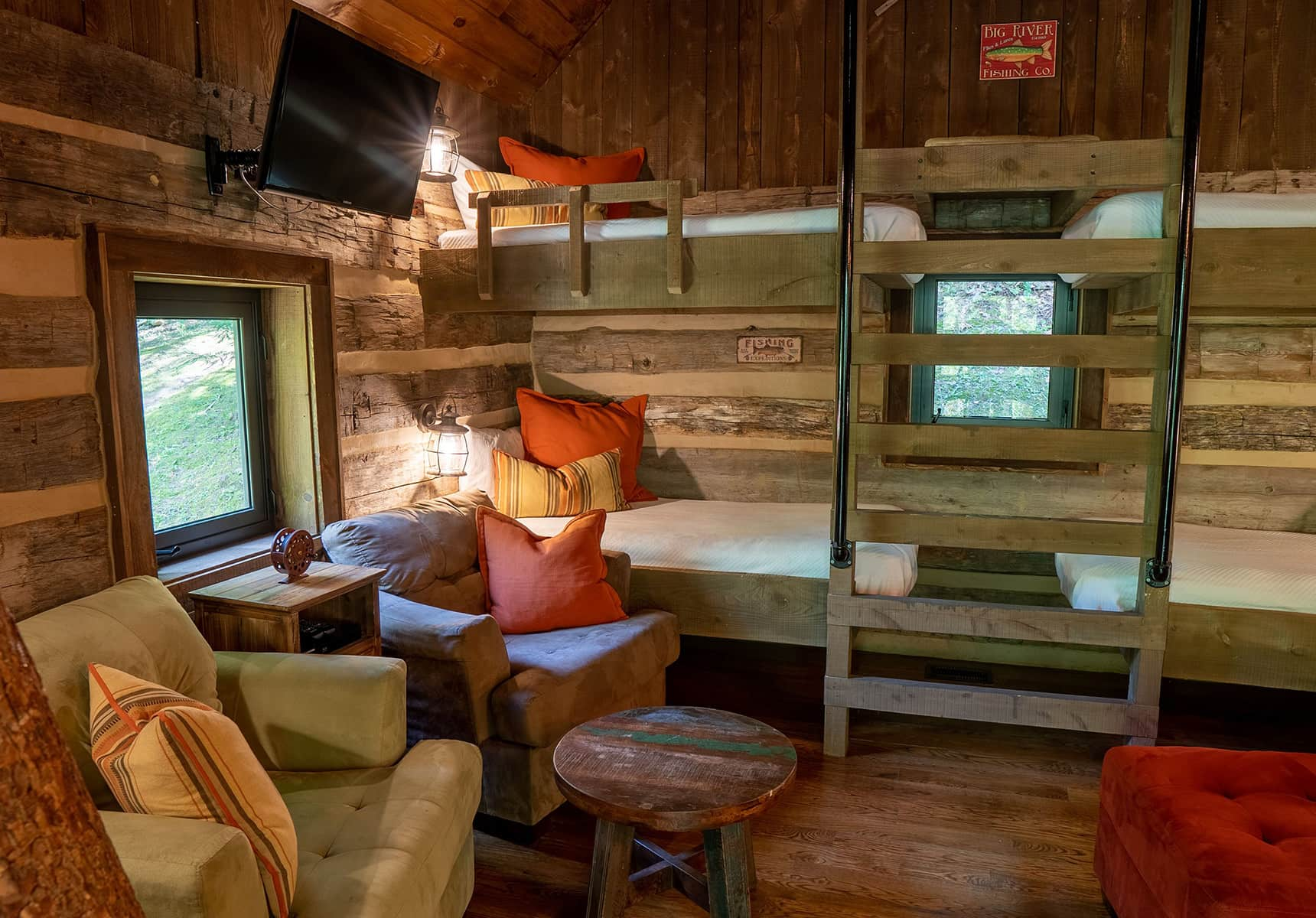 Fishing Creek Cabin seating and bunks - WV Cabins