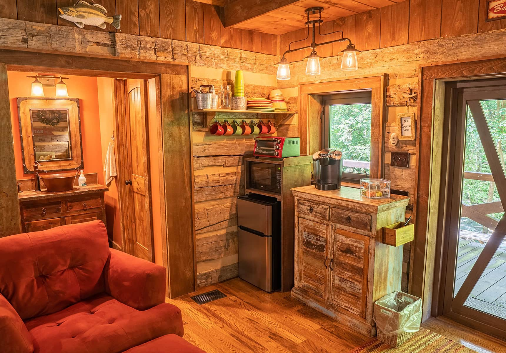 Fishing Creek Cabin kitchenette and amenities