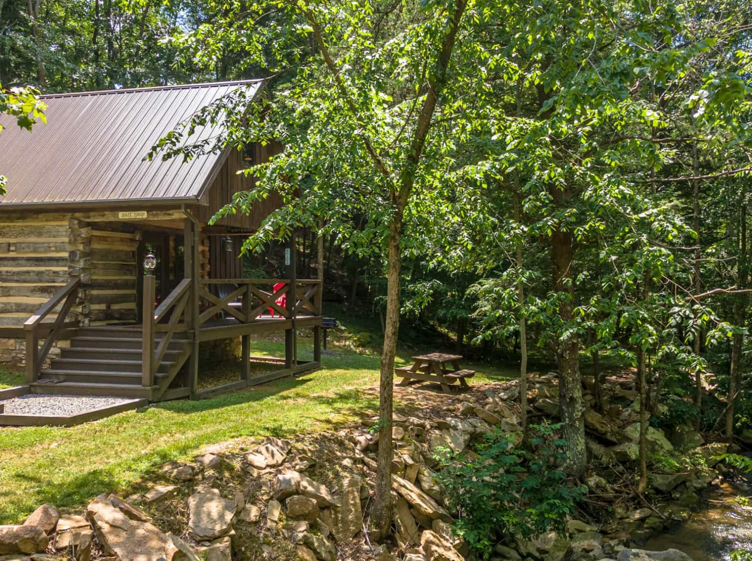 Fishing Creek Cabin on the banks of the Rich Creek