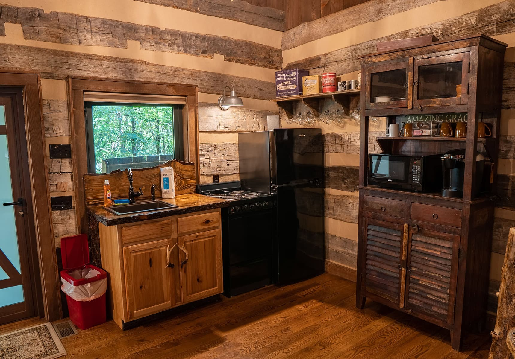 Wilderness Lodge full kitchen with a sink a refrigerator and microwave